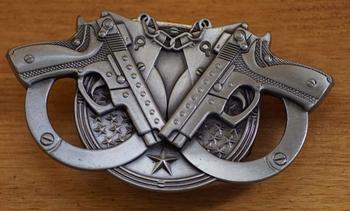 """Belt buckel with lighter """" Pistolen mit Handschellen """""""