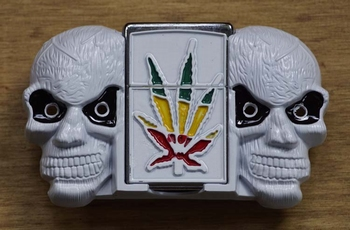 """Belt buckel with lighter """" Cannabis mit Totenköpfen """" Weiss"""