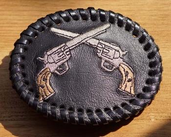 """Ledergürtelschnalle """" Revolvers """""""