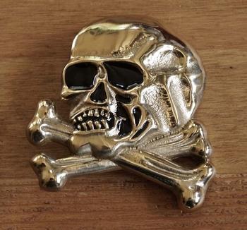 "Buckle  "" Totenköpfe mit Knochen ""  Gold Farbe"