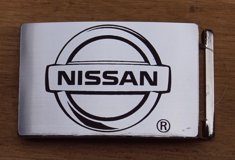 "Automarke Schnalle  ""  Nissan ""   Silber farbe"