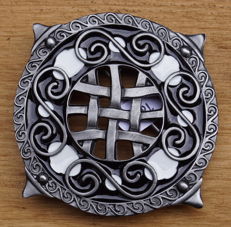 """Buckle  """" Round shield with knot motieven  """""""
