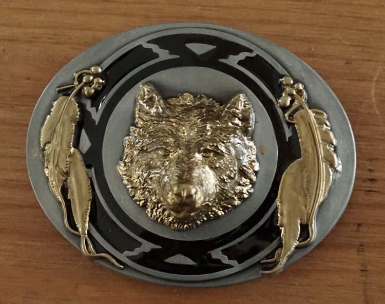 """Buckle  """" Wolf mit federn """"  Schwarz / Gold- / Nikkel Farbe"""