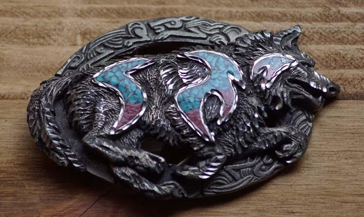 """Gürtelschnalle  """" Wolf """"  Silber / Blau / Rot"""